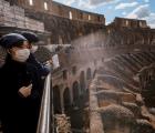 Đấu trường Colosseum của Italia nhộn nhịp du khách trở lại