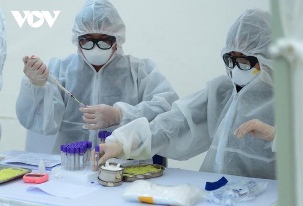 Hà Nội đã có 3 trường hợp dương tính với SARS-CoV-2 - Ảnh 1.