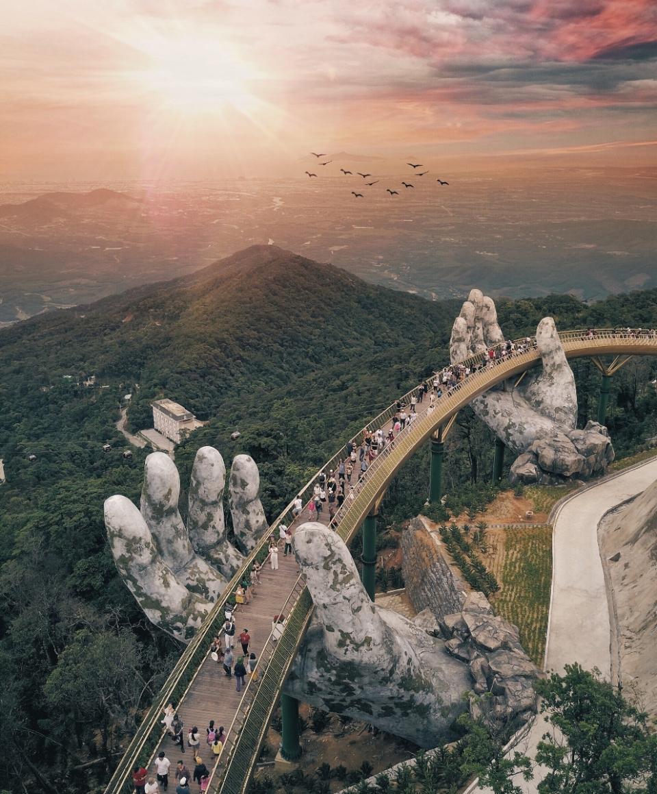 Description: C:\Users\Ngo Dieu Huong\Desktop\Anh Cau Vang\Cầu Vàng Sun World Ba Na Hills (1).jpg