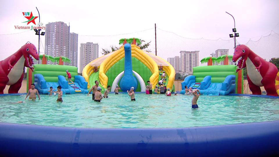 Cùng học bơi ngày hè