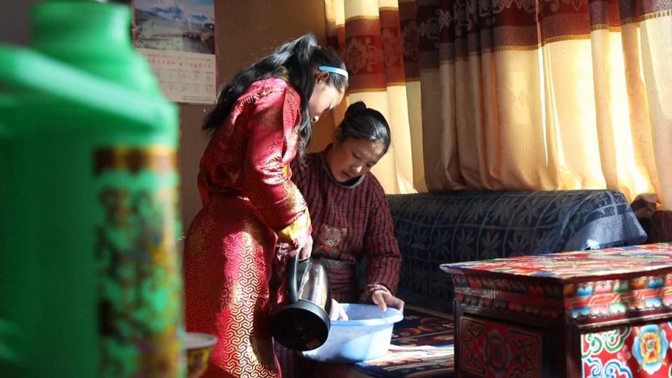 "Ăn tết kiểu Tây Tạng, ""ăn"" cả len, cả than, cả giấy ..."