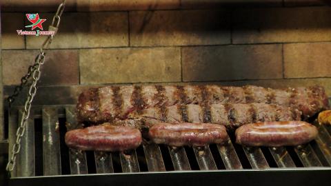 [Ẩm thực Tết bốn phương] Asado - Món ăn ngày Tết ở Argentina