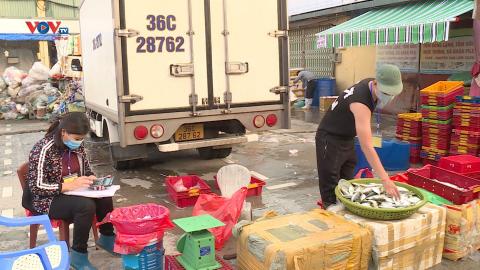 Chợ Long Biên chính thức mở cửa trở lại