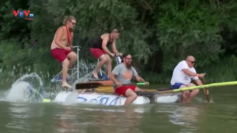 Hungary: Thú vị cuộc đua thuyền tự chế