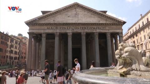 Italia: Du khách xếp hàng để tham quan địa danh nổi tiếng