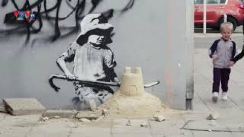 Nghệ sĩ giấu mặt Banksy tiếp tục cho ra mắt các tác phẩm mới