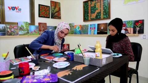 Palestine: Tái chế giấy bỏ đi thành giấy vẽ tranh