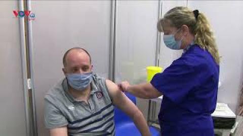 Pfizer và Moderna tăng giá vaccine Covid-19 tại EU