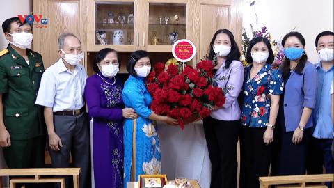 Phó Chủ tịch nước Võ Thị Ánh Xuân thăm và chúc mừng các gia đình tiêu biểu trên địa bàn TP. Hà Nội