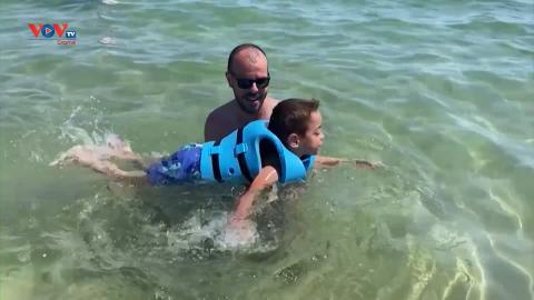 Tây Ban Nha: Dịch vụ hỗ trợ người khuyết tật tắm biển