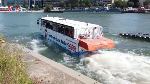 Trải nghiệm xe buýt đi trên nước tại thủ đô Paris, Pháp